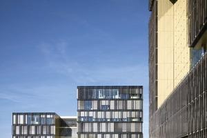 """Das übergeordnete Gestaltungsmotiv ist das Prinzip """"Schale – Kern"""". Alle Gebäude im Quartier sind aus L-förmigen Einzelbaukörpern zusammengesetzt, die jeweils eine gemeinsame Mitte umschließen<br />"""