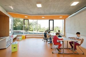 """Das ganzheitliche Konzept des Gymnasiums Ergolding sieht Ganztagesklassen vor und die Betreuung nach dem regulären Unterricht. Diese Anforderungen setzen die Architekten um, indem sie Aufenthaltsräume für Schüler schaffen – die sogenannten """"Schüler-Lounges"""""""