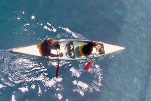 Sieht so leicht aus … Kanuten im Betonboot