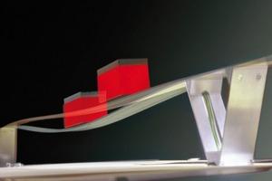 Einführung adaptiver Tragwerke in den Leichtbau: Ein erster Prototyp, der die Machbarkeit untersucht, ist der im Jahr 2001 realisierte Stuttgarter Träger, ein 1,60m weit spannender, an den Lagern in V-Stützen eingespannter Einfeldträger mit einer Bauhöhe von 3mm. Das Verhältnis von Bauhöhe zu Spannweite beträgt ~1/500. Der Stuttgarter Träger wiegt 20% weniger als ein vergleichbares passives System. Diese Gewichtsreduzierung wird durch die gezielte Herbeiführung von Verformungen an bestimmten Punkten ermöglicht