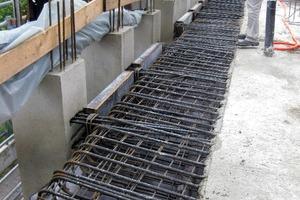 Bild 5: Deckenstreifen vor der Fassade