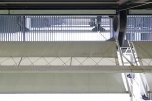 Sonnensegel, Balkone als leichte Gitterroste, Stahlstreben ... ein Schleier aus Struktur und Stofflichkeit