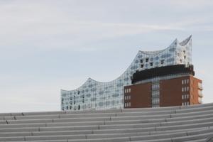 """""""Elphie"""" genanntes Leuchtturmprojekt hinter """"Hochwasserschutzanlage Niederhafen""""made by Zaha Hadid<br />"""
