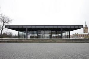Architekturikone am Platz: Nationalgalerie von Mies van der Rohe (derzeit von Chipperfield Architekten saniert)