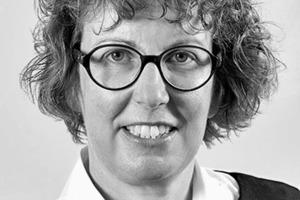"""<div class=""""autor_linie""""></div><div class=""""dachzeile"""">Autor</div><div class=""""autor_linie""""></div><div class=""""fliesstext_vita""""><span class=""""ueberschrift_hervorgehoben"""">Andrea Grond </span>studierte Architektur an der Universität Dortmund. Nach einer 7-jährigen Tätigkeit als Architektin in Köln und Luxemburg arbeitete sie als Geschäftsleiterin eines Stuckateurbetriebes. Seit 2007 ist Andrea Grond für Knauf Aquapanel in Dortmund tätig. Als verantwortliche Produktmanagerin für die TecTem<sup>®</sup> Dämmsysteme liegen ihre Tätigkeitsschwerpunkte in der Produktentwicklung und der technischen Beratung von Architekten und Verarbeitern.</div><div class=""""autor_linie""""></div><div class=""""fliesstext_vita"""">Informationen: <a href=""""http://www.knauf-perlite.de"""" target=""""_blank"""">www.knauf-perlite.de</a></div>"""
