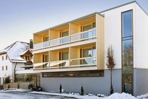 Für die Wände, die Decken und das Flachdach wurden Brettsperrholz-Rippen- und -Kastenelmente von Lignotrend verwendet. Die Deckenelemente Ligno Rippe Q3, die Dachelemente Ligon Block Q3 und die neu entwickelten Wandelemente Ligon Uni Q3