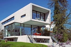 Für den Bau dieses Einfamilienhauses wurde die Sichtbetonaußenwand innen mit einer nichtbrennbaren Wärmedämmung mit FOAMGLAS® hergestellt (Lietzow Architekten, Rheinfelden)<br />