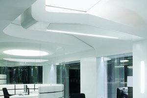 Auf 1000m² entstand ein offener Raum, der sich nicht nur durch minutiöse Kundenführung, sondern durch maximale akustische Diskretion auszeichnet