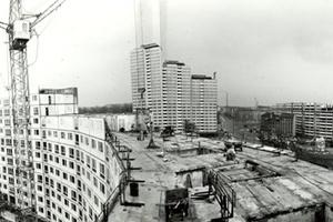 """Errichtung der """"Wohnschlange"""" am Leninplatz in Berlin (1967)"""