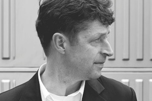 "<div class=""fliesstext_vita""><strong>Michael Taylor, Partner – Hopkins Architects</strong><br />BA (Hons) Dip Arch RIBA, Universität Bristol/GB<br />Diplom an der Mackintosh School of Architecture in </div><div class=""fliesstext_vita"">Glasgow/GB<br />Projektleiter bei Giancarlo De Carlo in Mailand/IT<br />Seit 1992 Hopkins Architects, London<br />regelmäßige Lehraufträge an verschiedenen Architekturschulen Englands</div>"