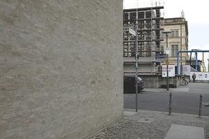 Links die Galerie am Kupfergraben, Entwurf David Chipperfield. Mittig der Kolonadenhochbau der Galerie