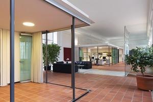 Das Raumprogramm: Schlaf-Gästezimmer, Sanitärräume, Küche, Wohn- und Arbeitszimmer. Die Räumlichkeiten sollten auch im Winter nutzbar sein