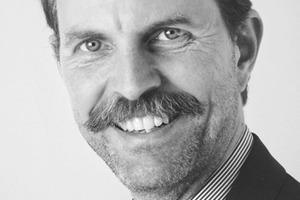 """<div class=""""autor_linie""""></div><div class=""""dachzeile"""">Autor</div><div class=""""autor_linie""""></div><div class=""""fliesstext_vita""""><span class=""""ueberschrift_hervorgehoben"""">Prof. Alexander Klapproth </span>wurde 1956 geboren und machte 1982 sein Diplom in Elektrotechnik an der ETH Zürich. Seit 1994 hält er Vorlesungen an der Hochschule Luzern, 1997 wurde er dort Professor für Informatik und InfoTronics. Seit 1999 leitet er das Forschungskompetenzzentrum</div><div class=""""fliesstext_vita"""">CEESAR (www.ceesar.ch) an der Hochschule Luzern. Im Jahr 2008 übernahm er zudem die Leitung des neu eröffneten das Forschungsinstituts iHomeLab.</div><div class=""""autor_linie""""></div><div class=""""fliesstext_vita"""">Informationen: www.ihomelab.ch</div><div class=""""autor_linie""""></div>"""