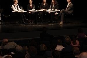 Podiumsdiskussion am Ende der Veranstaltung: Von links nach rechts: Hannes Mayer, Joan Ockman, Ingrid Scheurmann, Beatriz Colomina und Stephen Bates