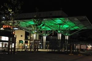 Glasdach Hugo-Bork-Platz, Nachtbeleuchtung