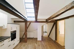 """<div class=""""13.6 Bildunterschrift"""">Lichtbänder im Dach unterstsützen die zeitgemäße Versorgung mit Tageslicht</div>"""