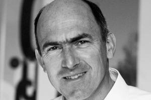 """<div class=""""fliesstext_vita""""><strong>Mike Schlaich</strong></div><div class=""""fliesstext_vita"""">wurde 1960 in Cleveland, Ohio, USA geboren. 1979 begann Schlaich mit dem Studium des Bauingenieurwesens an der Universität Stuttgart, 1981 wechselte er an die ETH Zürich, wo er 1985 mit dem Diplom ETH/SIA abschloss. 1985-89 war Schlaich Assistent am Lehrstuhl für Baustatik und Konstruktion der ETH Zürich und promovierte dort. 1990-93 arbeitete er in Madrid bei FHECOR, seit 1993bei Schlaich Bergermann und Partner in Stuttgart. 1999 wurde Mike Schlaich Partner im Büro sbp. Seit 2004 ist er Professor, seit 2009 Geschäftsführender Direktor des Instituts für Bauingenieurwesen an der TU Berlin. 2005 eröffnete sbp eine Dependance in Berlin. </div>"""