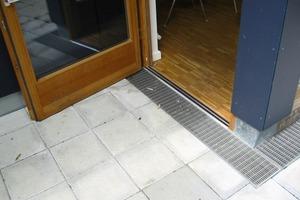 Schwellenfreier Übergang für Balkonplatte V2 bei durchgehender Betondecke/ Bestandssanierung mit Rinne und Rostabdeckung in der Ausführung<br />