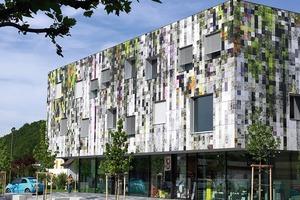 Clientis Bank Leerau in Schöftland/CH mit einem stark verpixelten Fassadenbild<br />