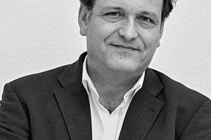 """<div class=""""fliesstext_vita"""">Dipl.-Ing. Architekt Andreas Veauthier, geboren 1965 in Saar-brücken.<br />Studium der Architektur an der TU Berlin und der UP6 Paris. Nach dem Diplom 1994 Mitarbeit u.a. bei Sauerbruch Hutton<br />1998 Bürogründung<br />1998–2001 Kontaktarchitekt von Edouardo Souto de Moura und Alvaro Siza im Rahmen der Expo 2000<br />2007–2014 geschäftsführender Partner im Büro Veauthier Meyer Architekten, Berlin<br />Lehraufträge bis heute in Berlin. Zahlreiche Vorträge, Gast-kritiken und Preisrichtertätigkeiten.</div>"""