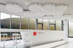 """Unter der Leitung eines Teherani-Teams aus Produktdesignern und Innenarchitekten entstand auf dem """"7th Floor"""" des Firmengebäudes eine 360°-Ausstellungshalle für die neuen Deckensysteme"""