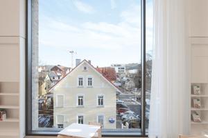 Die Fenster sind - durch ihre Größe - mehr als nur ein Ausguck: Vorhang frei und los die Show!