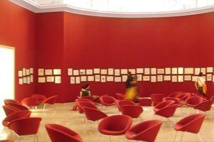 Der rote Salon, Ort der Anschauung und des Austausches, der Ruhe und Entspannung, der Zweckfreiheit, der Beliebigkeit, der Unschärfe ...