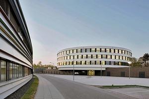 Blick auf das CFEL-Gebäude mit der Petra III-Experimentierhalle links