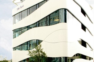 Muskelfaserfassadenoptik: Science Center für Medizintechnik, Berlin (Arch.: Gnädinger Architekten, Berlin)<br />