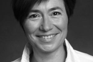 """<div class=""""autor_linie""""></div><div class=""""dachzeile"""">Autor</div><div class=""""autor_linie""""></div><div class=""""fliesstext_vita""""><span class=""""ueberschrift_hervorgehoben"""">Dr.-Ing. Susan Draeger</span></div><div class=""""fliesstext_vita"""">studierte Architektur an der TU Berlin und der TU Delft in den Niederlanden. Anschließend arbeitete sie in Architekturbüros in Tokyo und Berlin. Susan Draeger promovierte und arbeitete als Wissenschaftliche Mitarbeiterin am Lehrstuhl für Entwerfen und Gebäudekunde - LIA an der TU Berlin. Seit 2008 leitet sie die Nachhaltigkeitsabteilung von HAPPOLD Ingenieurbüro Berlin. Sie ist zertifizierte BREEAM und DGNB Gutachterin und ist tätig in Berlin und München. </div><div class=""""autor_linie""""></div><div class=""""fliesstext_vita"""">Informationen: <a href=""""http://www.burohappold.com"""" target=""""_blank"""">www.burohappold.com</a></div>"""