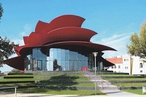 Auch eine Architektur, die von Farbe lebt: der Forumsort Hans-Otto-Theater, Potsdam