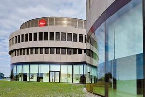 Am neuen Hauptsitz der Leica Camera AG wurden insgesamt 2500 m² Teppichfliesen aus Kräuselvelours mit BTF Rücken verlegt, die Fliesen haben eine Größe von 50x50 cm<br />&nbsp;<br />