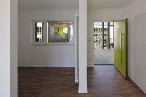 unten: Es gibt ausschließlich Mietwohnungen von unterschiedlicher Größe; von 1-Zimmer-Wohnungen bis zu 5-Zimmer-Wohnungen als Maisonette. Die Wohnungen sind öffentlich gefördert. Insgesamt gibt es 33 Wohnungen einschließlich einer Gästewohnung