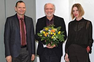 Professor Reinhold Tobey (M.) wurde von Hochschulpräsident Professor Jürgen Krahl und Professorin Kathrin Volk, Prodekanin der Detmolder Schule, verabschiedet