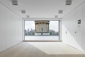 Vom repräsentativen Esszimmer aus bietet sich eine exklusive Sicht auf den Deutschen Dom