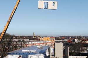 Montage der Wandtafeln bei einem viergeschossigen Gewerbe- und Wohnbau in Regensburg<br />