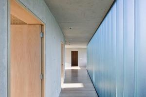 """<div class=""""14.6 Bildunterschrift"""">Beton und Glas sind die vorwiegend verwendeten Materialien</div>"""