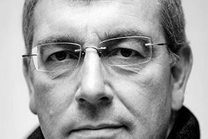 """<div class=""""autor_linie""""></div><div class=""""dachzeile"""">Autor</div><div class=""""autor_linie""""></div><div class=""""fliesstext_vita""""><span class=""""ueberschrift_hervorgehoben"""">Dipl.- Ing. Hanns-Christoph Zebe</span> ist Geschäftsführender Gesellschafter von Dr. Kiefhaber+Zebe Ingenieur Consult GmbH, Kaiserslautern. Darüber hinaus ist er Fachautor zahlreicher einschlägiger Publikationen und ist tätig als Berater für die Baustoffindustrie.</div><div class=""""fliesstext_vita""""></div><div class=""""fliesstext_vita""""></div><div class=""""fliesstext_vita""""></div><div class=""""fliesstext_vita""""></div><div class=""""fliesstext_vita""""></div><div class=""""autor_linie""""></div><div class=""""fliesstext_vita"""">Mehr Informationen: <a href=""""http://www.kl"""" target=""""_blank"""">www.kl</a>öber.biz</div>"""
