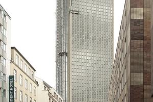 Tower 180 (Mäckler) aus der Straßenschlucht