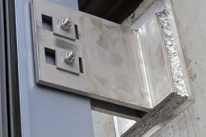 Abb.12: Einleitung der vertikalen Lasten an jedem Stahl-Pfosten am oberen Punkt