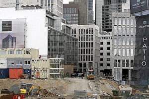 Baustelle für einen Turm, der gerade verkauft wurde aber noch nicht gebaut ist