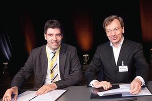 """Unterzeichnung des """"Memorandum of Understanding"""" mit dem Green Building Council Russia RuGBC: Steffen Sendler (l.) und neuer DGNB-Präsident, Prof. Manfred Hegger<br />"""