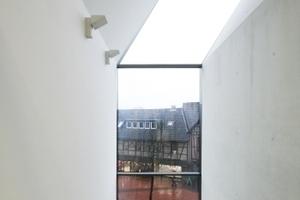 Ausblick von der obersten Treppenhausebene auf den Steinweg. Der Sichtbeton sei, so der Architekt, bei diesem Projekt hervorragend gelungen. Was stimmt