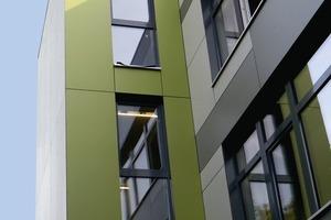 Der Heizwärmebedarf von Trakt 1 lag vor der Sanierung bei 220 kWh/(m²·a). Nach der energetischen Sanierung liegt dieser Wert jetzt bei 15 kWh/(m²·a), was eine Reduzierung des Heizwärmebedarf um 93,2 % bedeutet. In Trakt 1 wurde auch ein Aufzug eingebaut und so ein Barriere freier Zugang auch zu den Räumen im Obergeschoss ermöglicht.
