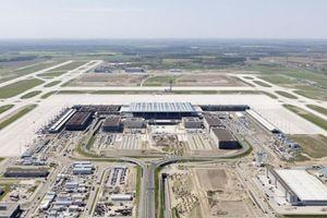 Sieht schon ziemlich fertig aus ... ist er aber noch nicht: Der Flughafen Berlin Brandenburg Willy Brandt