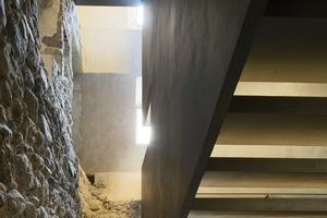 Das neue Treppenhaus wurde neben dem Foyer, im Bereich des romanischen Turmes errichtet<br />