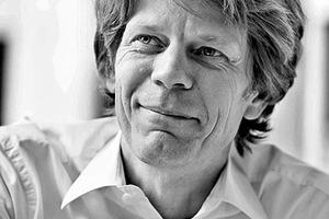 """<div class=""""fliesstext_vita""""><strong>Prof. Dr.-Ing. Jan Knippers</strong></div><div class=""""fliesstext_vita""""></div><div class=""""fliesstext_vita"""">Jan Knippers, geb. 1962, ist Bauingenieur und hat an der TU Berlin studiert und promoviert. Seit dem Jahr 2000 ist er </div><div class=""""fliesstext_vita"""">Professor an der Universität Stuttgart und Leiter des dortigen Instituts für Tragkonstruktionen und Konstruktives Entwerfen (ITKE). Schwerpunkt in Lehre und Forschung sind neue Werkstoffe und effiziente Strukturen für die Architektur. Jan Knippers ist Sprecher des DFG Sonderforschungsbereiches 'Biological Design and Integrative Structures'. Seit 2001 ist er Partner in Knippers Helbig Advanced Engineering mit Büros in Stuttgart, New York (seit 2009) und Berlin (seit 2014).</div>"""