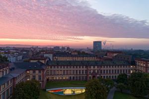 Ab Herbst 2017 erhalten die Studierenden der Mannheim Business School ein neues Studien- und Konferenzzentru, das sich als Erweiterung an das barocke Schloss angliedert