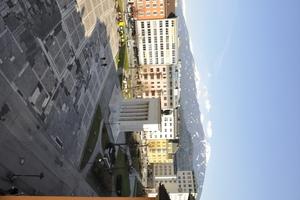 Eine große, ungenutzte Brachfläche mitten in der Stadt: Der Eduard-Wallnöfer-Platz ließ vor seiner Umgestaltung Aufenthaltsqualitäten vermissen