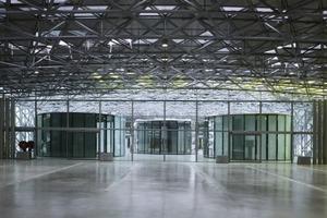 Die Platine bildet das Kerngebäude des Designerzentrums. Der gesamte Innenraum wird von einem Raumfachwerk überspannt<br />